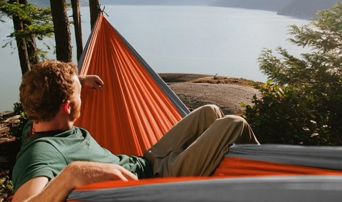 The HangEasy Portable Camping Hammock (1)